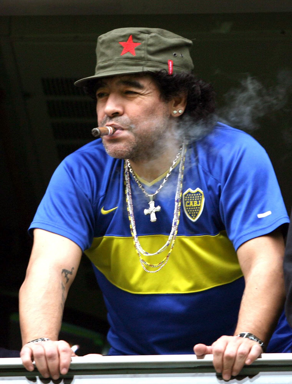 http://2.bp.blogspot.com/-LITVDHno39w/T5fUXIeDEGI/AAAAAAAABrE/Y5bgPAtV0xM/s1600/Maradona+image.jpg