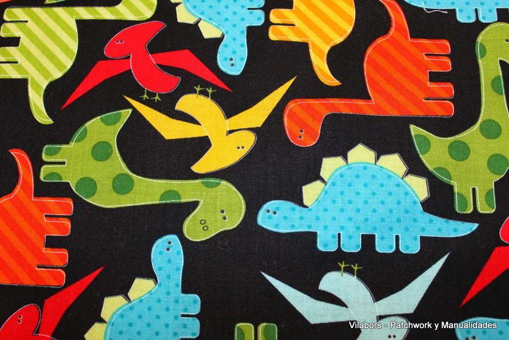 Detalle de la tela con diseño de Dinosaurios.