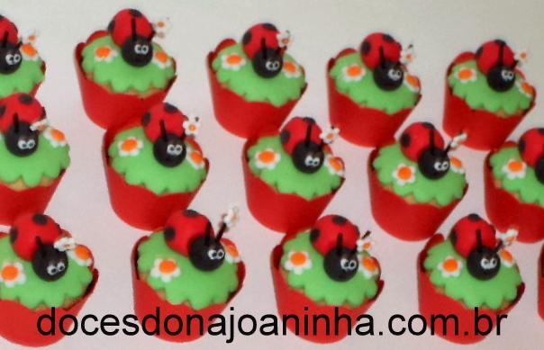 Cupcake decorado Joaninha