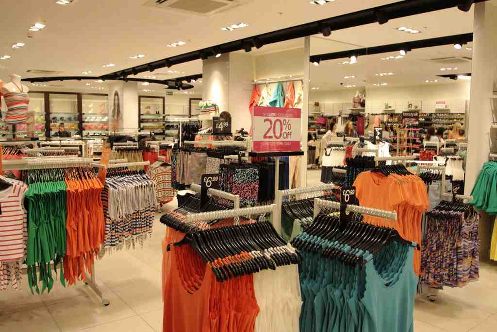 Find Women's Clothes in Meadowhall Station, get reviews, directions, opening hours and payment details. Search for Women's Clothes and other retailers near you, and submit a review on hamlergoodchain.ga