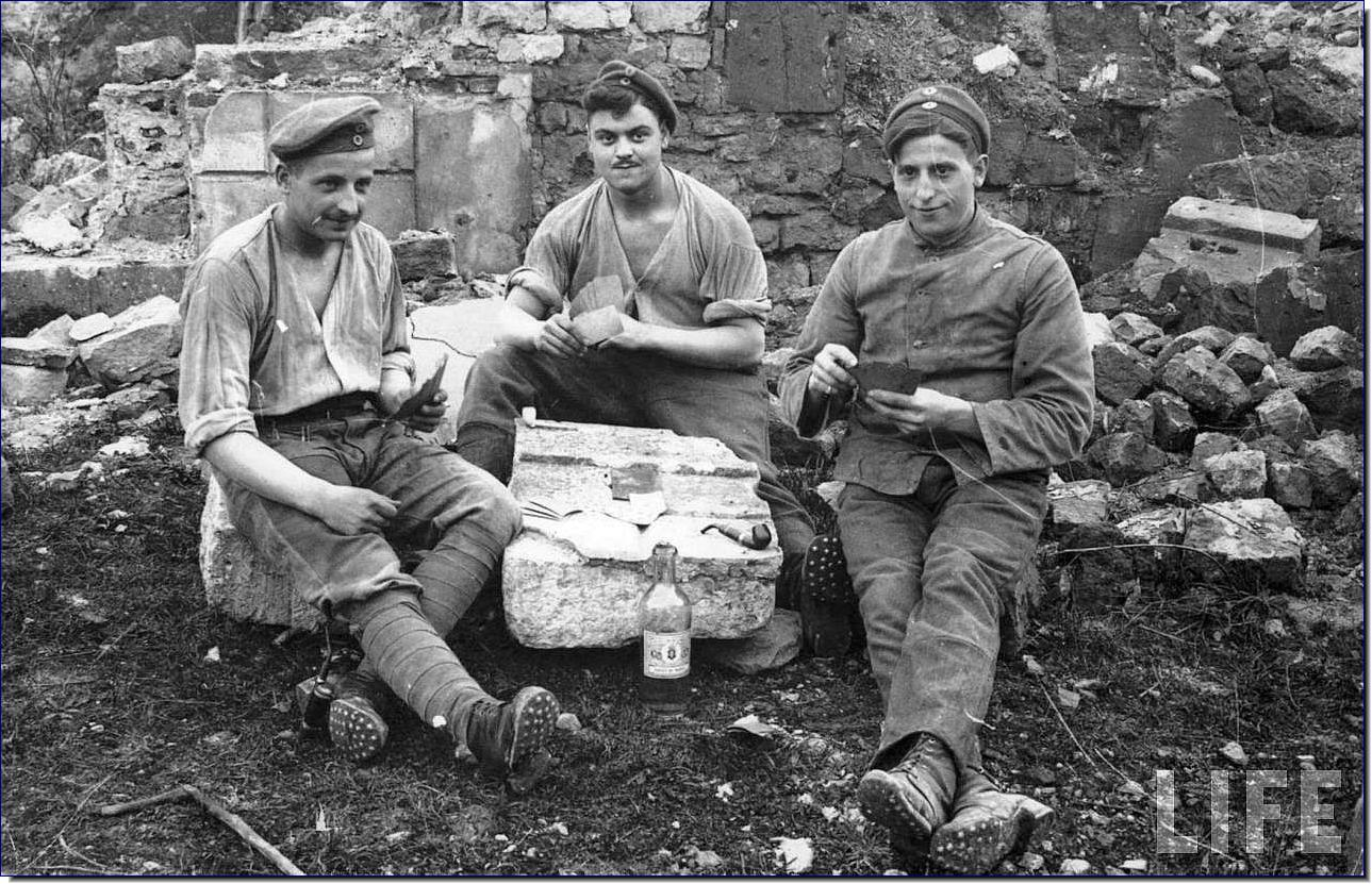 life in the trenches world war Included in the amazing collection are pictures of soldiers grooming each other in the trenches, the devastation left behind after the war and crashed planes, capturing a german soldier's life.