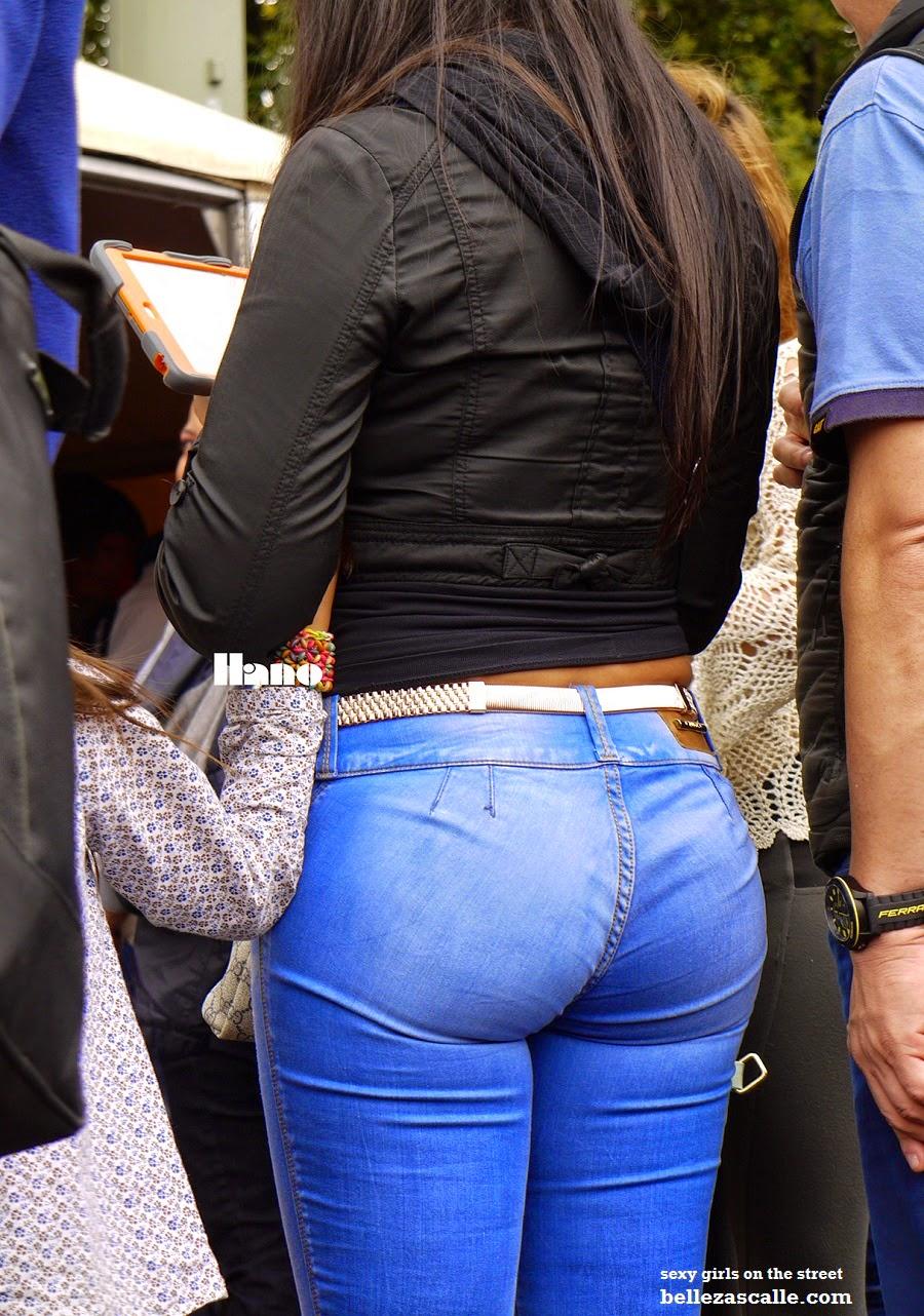 Nalgonas en jeans ajustados