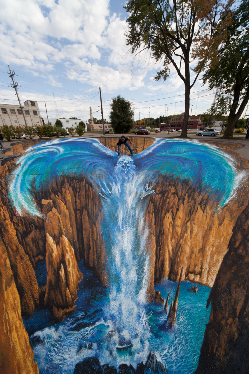 08-Phoenix-Edgar-Mueller-metanamorph-Enormous-Street-Art-Drawings-and-Paintings-www-designstack-co