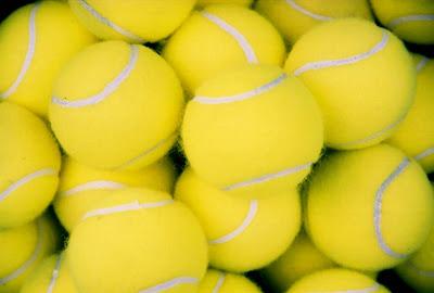 Conjunto de pelotas de pádel fotografiadas en primer plano