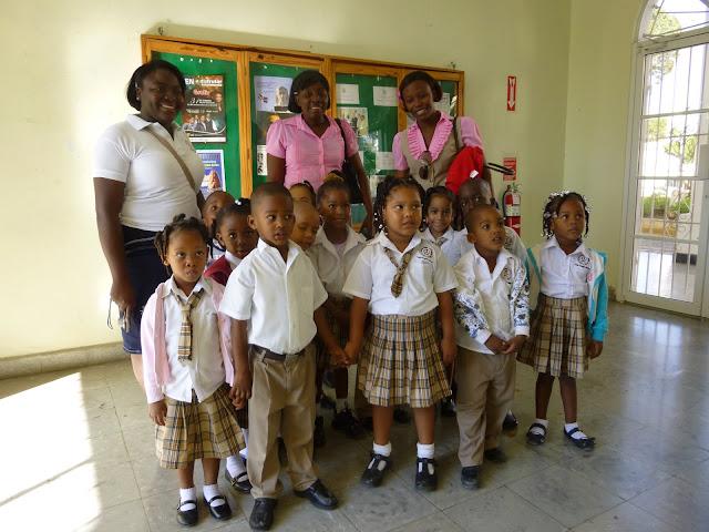 Estudiantes de varios colegios visitan Escuela de Arte Municipal de SPM