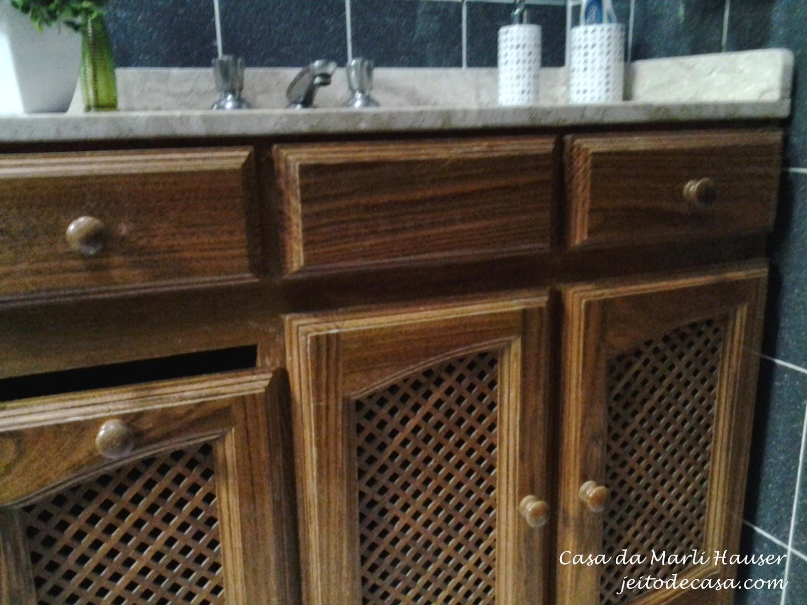 Pintura nos armários do banheiro antes e depois!! Jeito de Casa  #63462C 1600x1200 Armario Banheiro Antigo