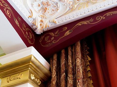 富含工藝細節的雕飾搭配圖騰紋窗簾