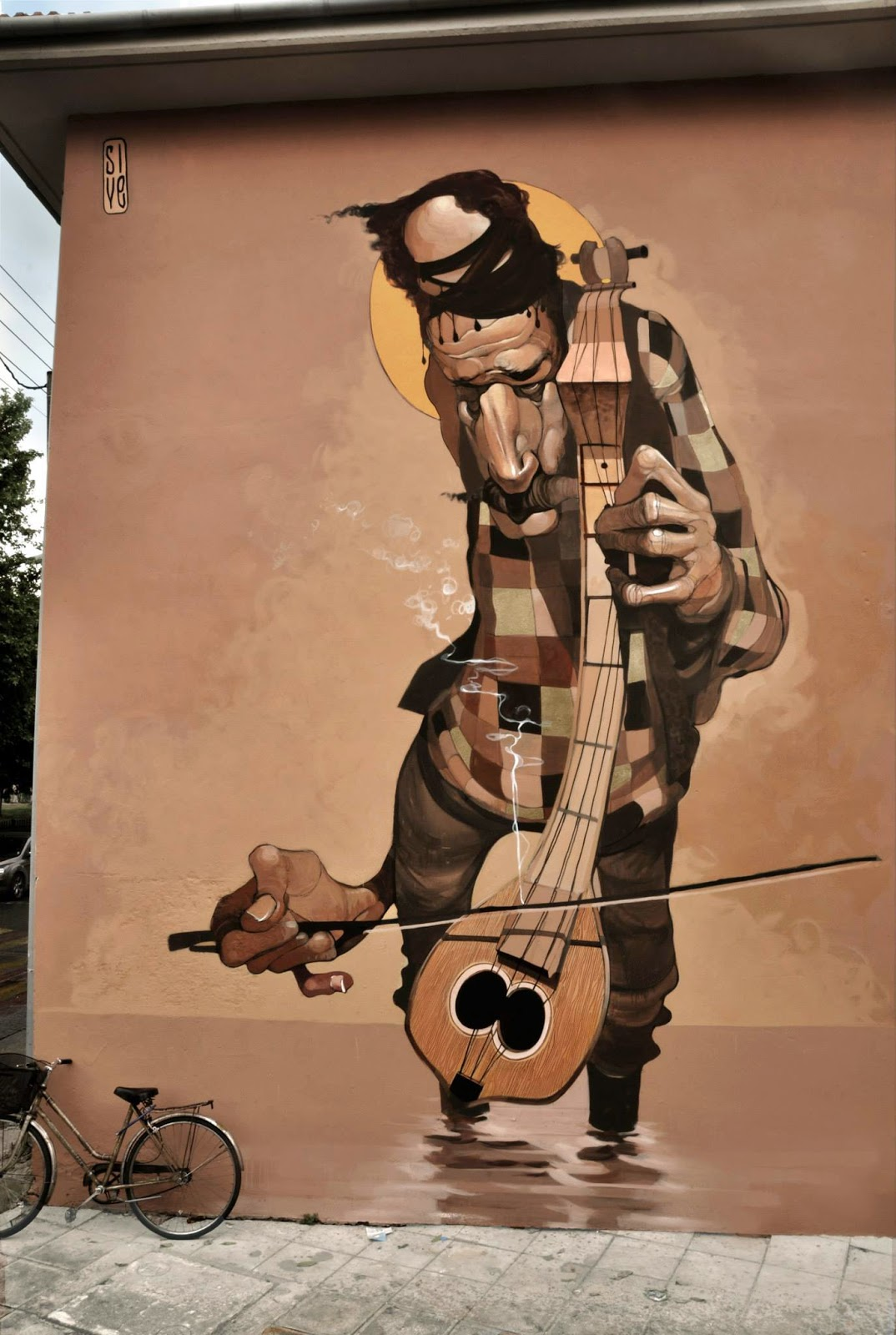 Stamatis Laskos recently spent a few days working on this massive piece somewhere on the streets of Volos, a coastal port city in Thessaly situated midway on the Greek mainland.