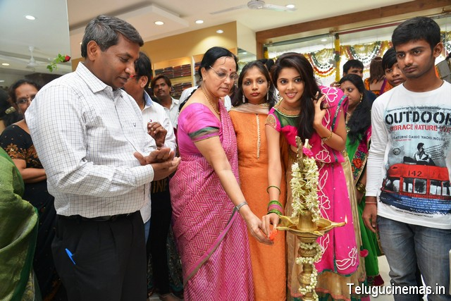 Actress Shravya Launches Sri Avanthi Silks at HyderabadSri Avanthi Silks opens showroom at Basheerbagh