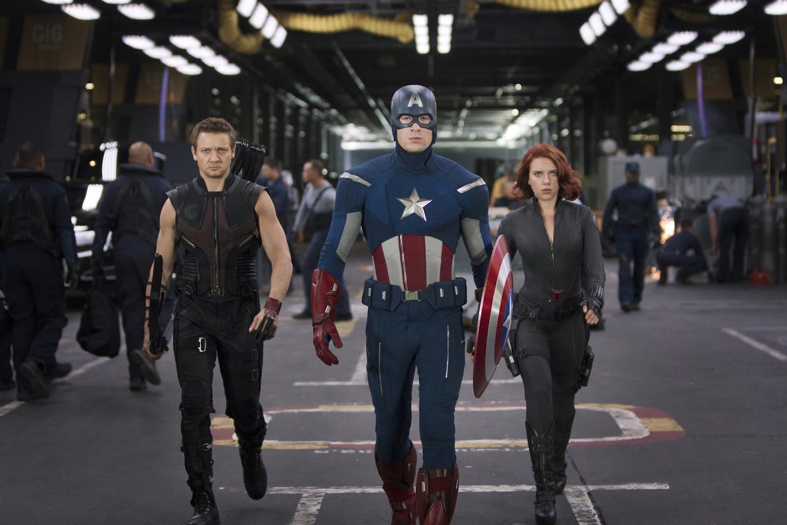 http://2.bp.blogspot.com/-LKrMPquen9o/T5vH2ucT5fI/AAAAAAAAAF0/w9uQCDX9BGM/s1600/Jeremy-Renner-Chris-Evans-and-Scarlett-Johansson-in-The-Avengers-2012.jpg