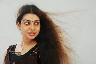 Thavani-Kaatru-Heroine-Aaradhya-Stills