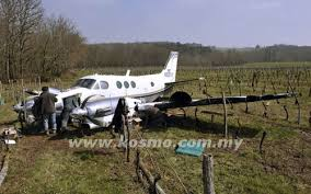 pesawat ringan mendarat kecemasan ,sainte-radegonde