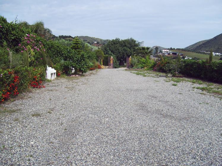 jardines y aparcamiento
