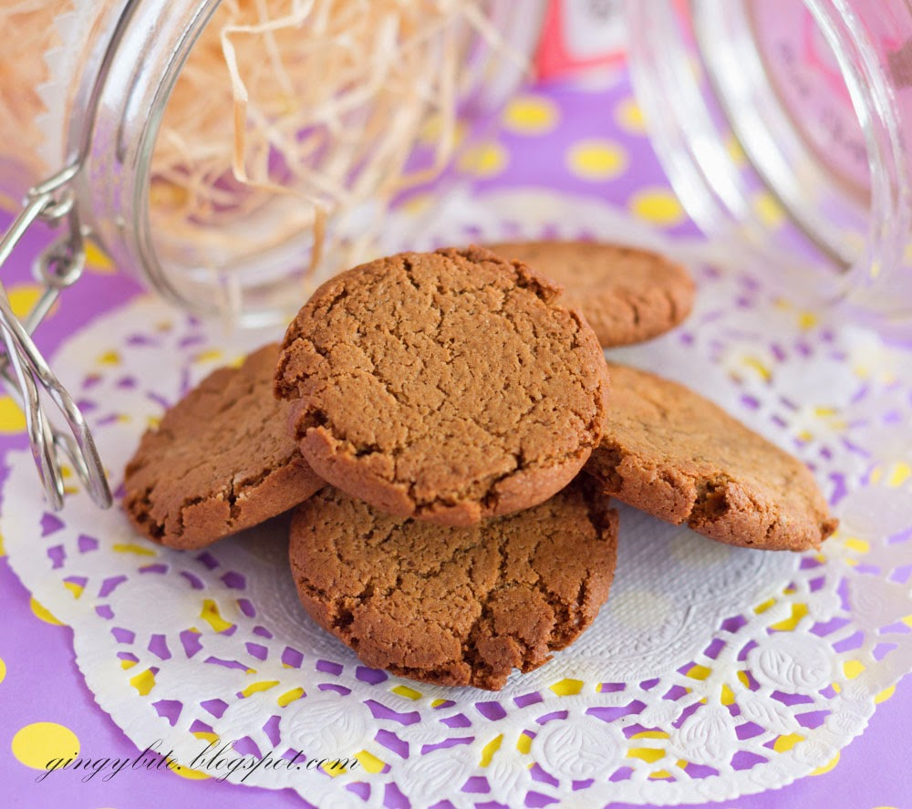 Crunchy Ginger Cookies