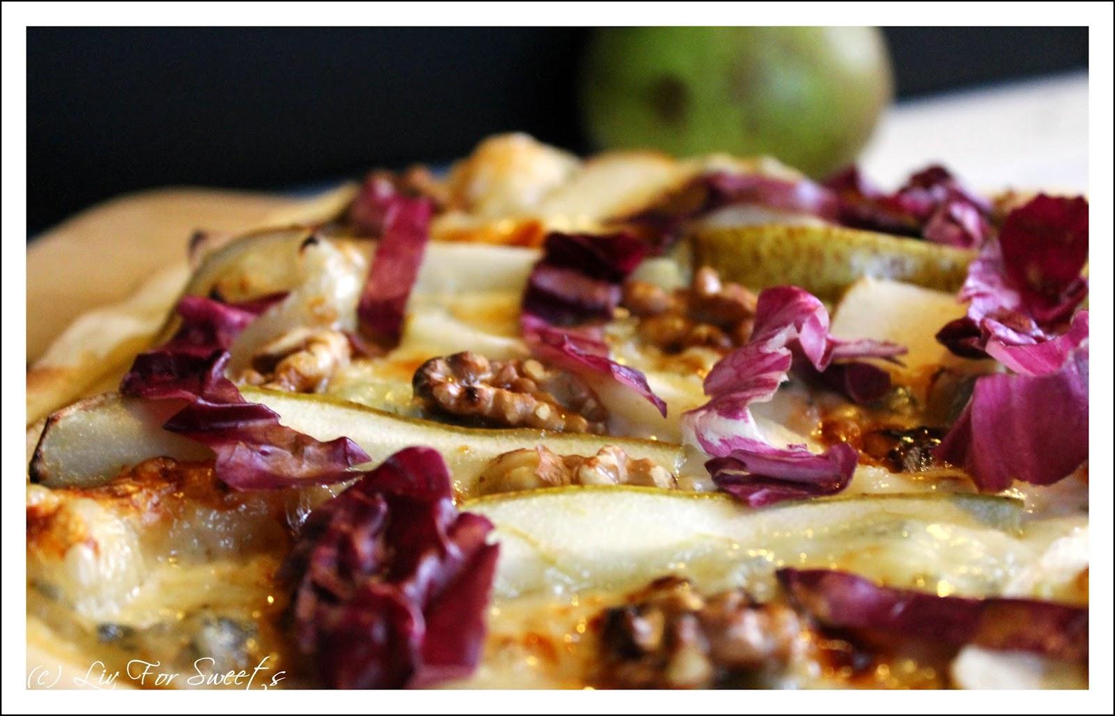 selbstgemachter Pizzateig mit Walnüsse, Birne, Gorgonzola und Honig - Rezept auch für den Thermomix