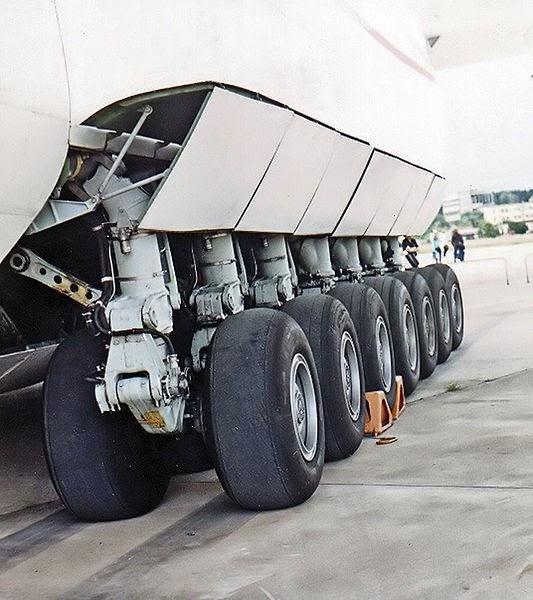 عجلات هبوط طائرة انتونوف إيه إن 225
