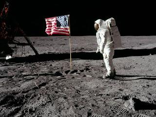 Neil Armstrong di Bulan