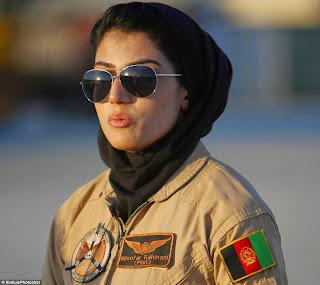 pilot tempur wanita