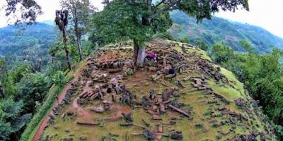 Lima Fenomena Alam Paling Unik Yang Hanya Ada di Indonesia