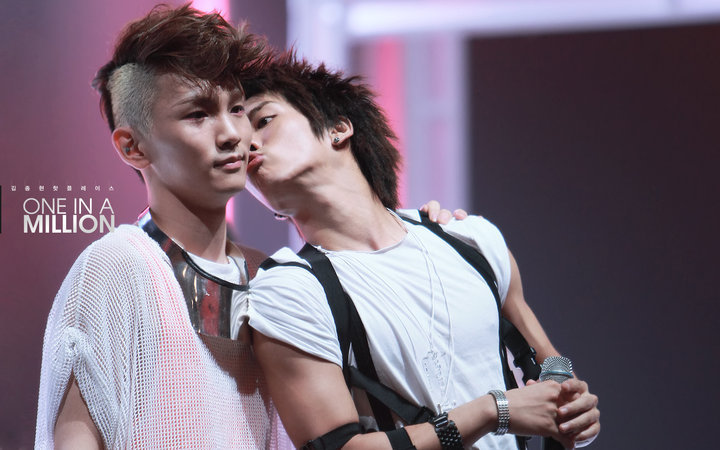 Jongkey Pocky Kiss