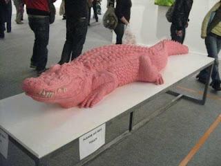 gum sculpture alligator