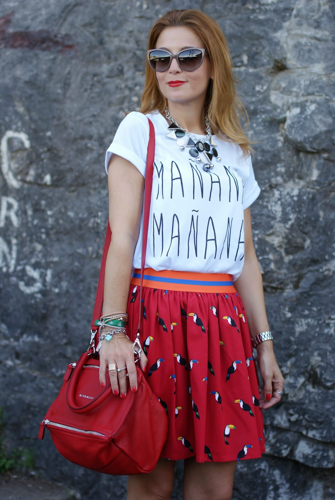 Vitti Ferria Contin necklace, manana t-shirt, Northland Vicolo skirt, Givenchy Pandora in red, Fashion and Cookies, fashion blogger