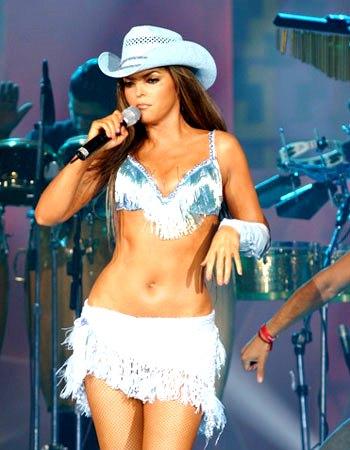 Ana Bárbara cantando en concierto