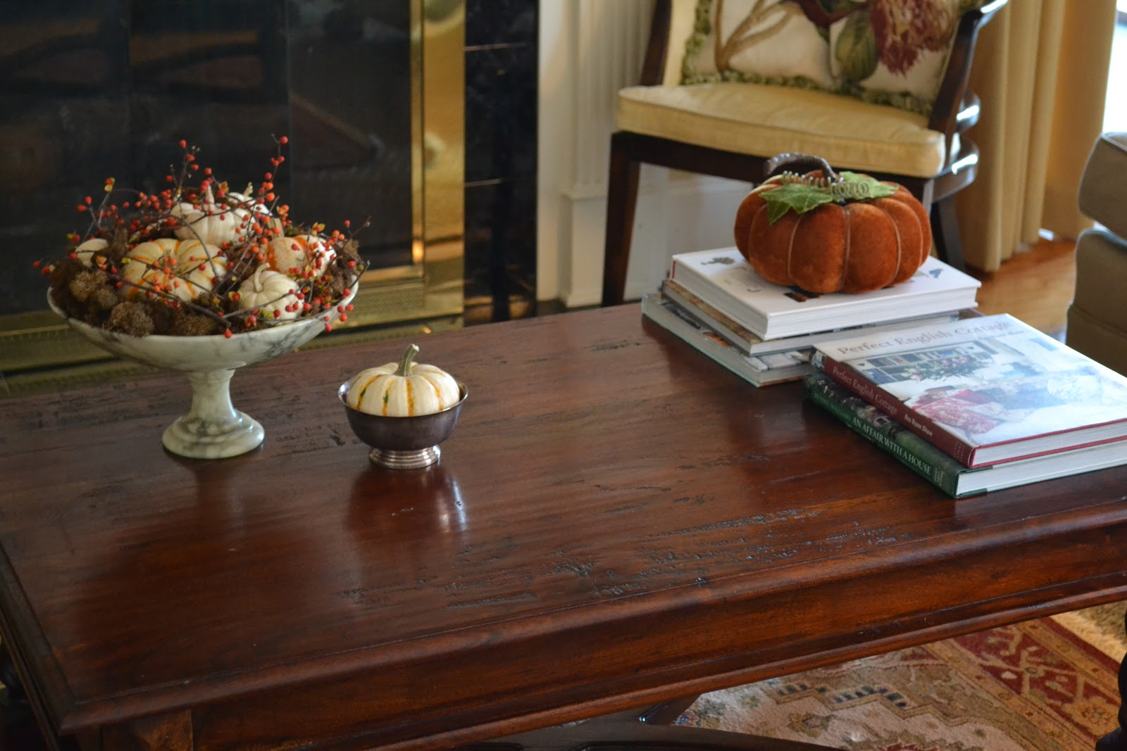 Simple tabletop displays add a little more color to our living room. title=