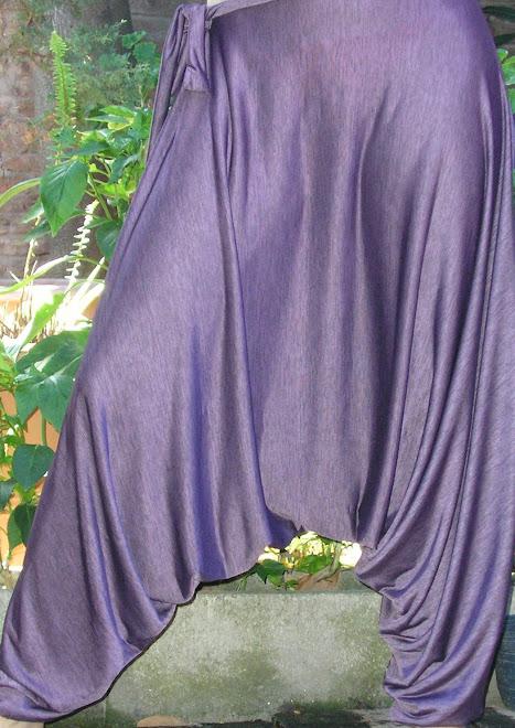 Chiripá en seda fría estampado violeta.