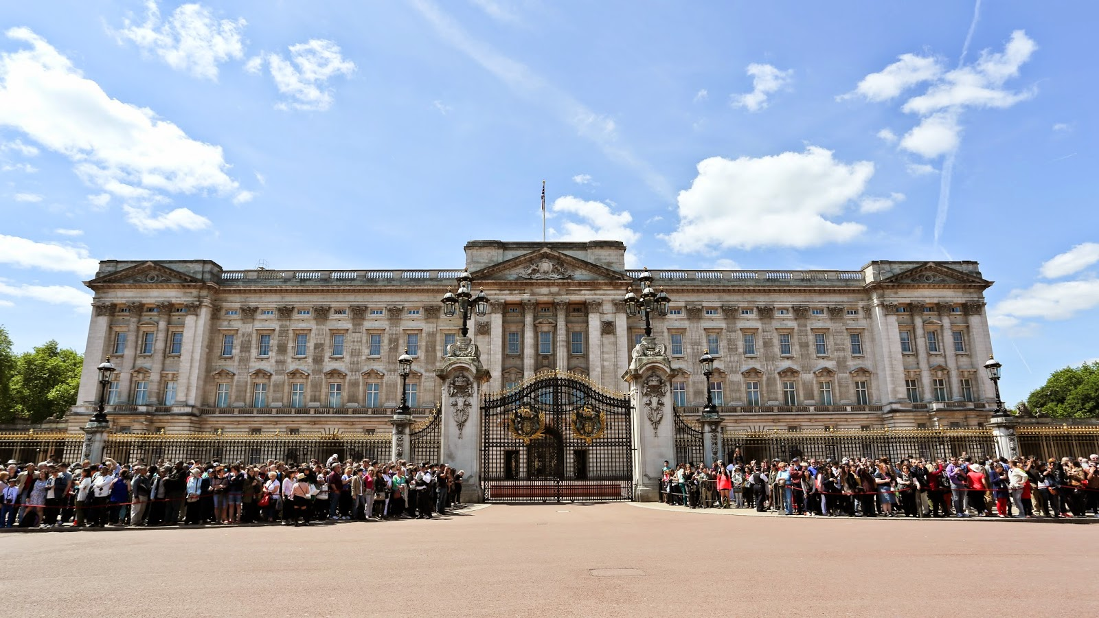 character analysis mrs knight buckingham palace Buckingham palace district is that he is not one to make his own comments on character (aegean art 99) through an in-depth analysis of the palace of.