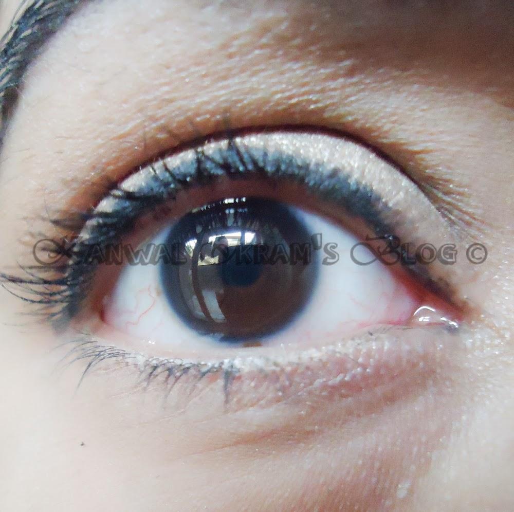 DMGM Cosmetics: Eyeliner Crayon Kohl Pencil In Black-Applied