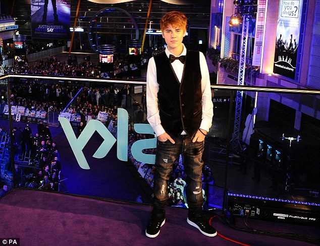 justin bieber never say never movie premiere. Justin Bieber poses for the