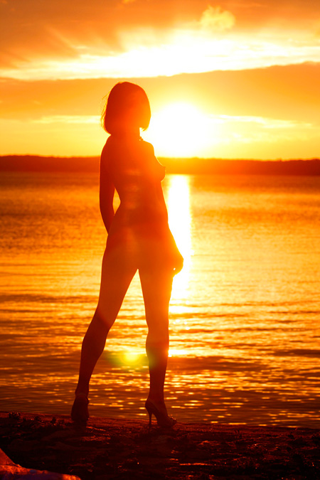 Фото голые парень с девушкой встречают рассвет