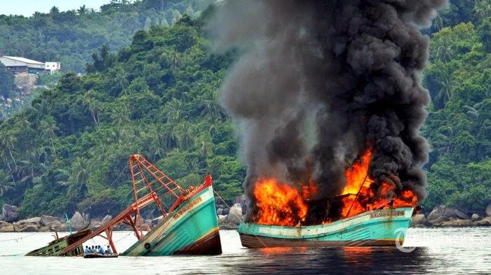 Hari Ini Menteri Susi Tenggelamkan Kapal Thailand