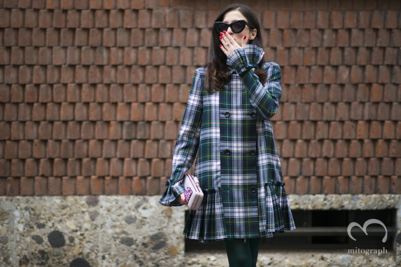 Eleonora Carisi blows a kiss at Milan Fashion Week MFW