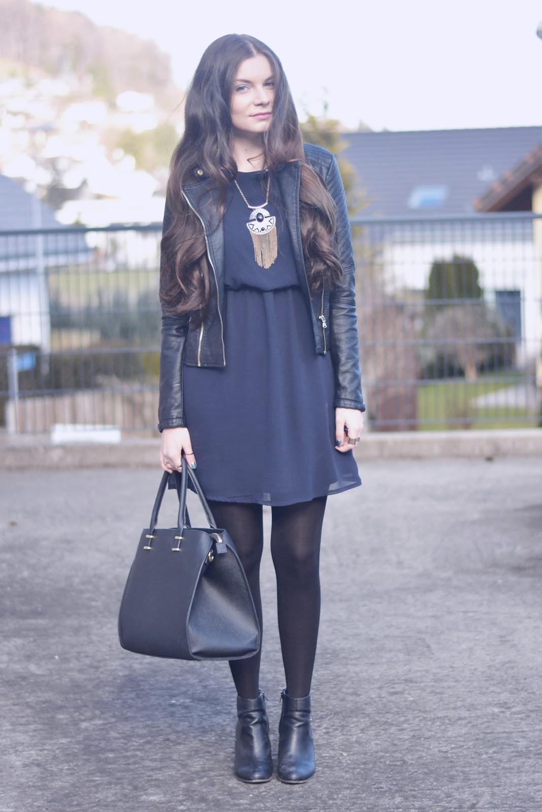 Blaues Kleid Mit Schwarz Kombinieren Modische Kleider In Europa