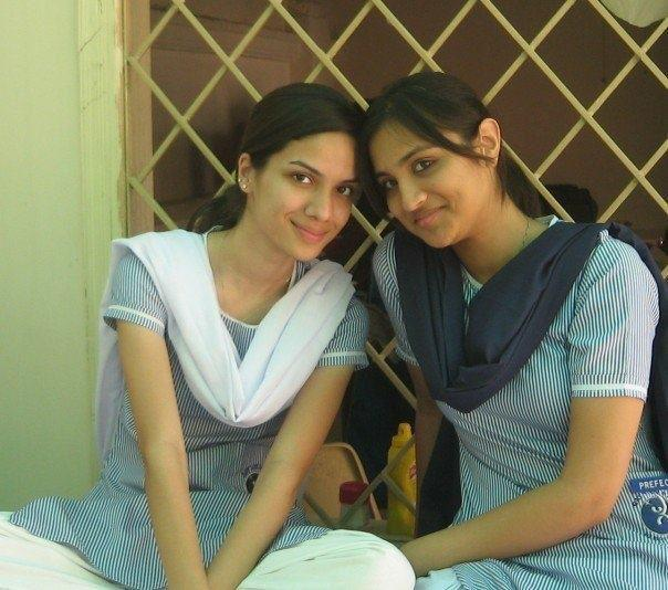 pakistani school girls -#main