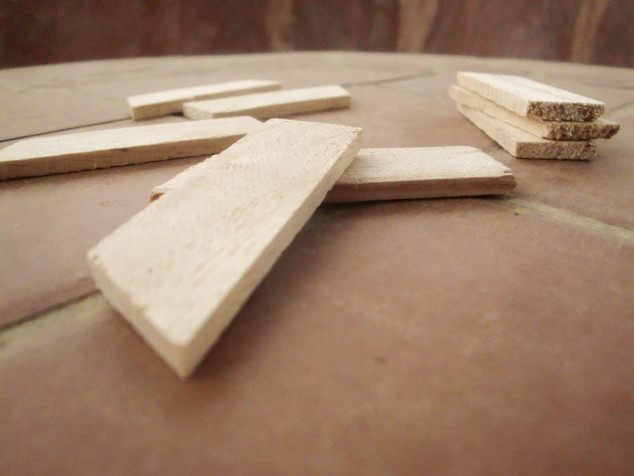 Canvas stretch keys made of balsa wood