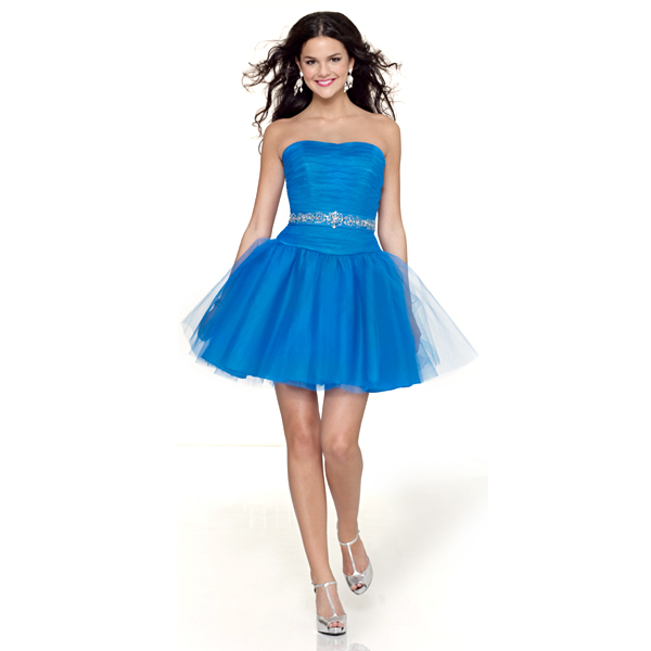 toutes les robes une robe de bal pour les f tes de fin d. Black Bedroom Furniture Sets. Home Design Ideas