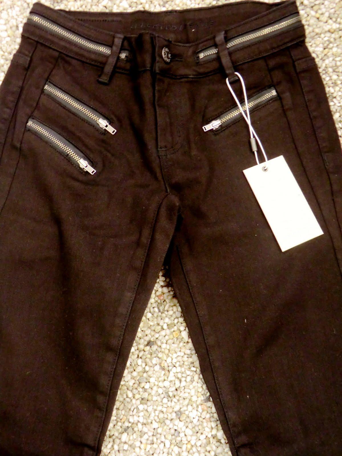 Matcha detta linne med våra nya svarta jeans från SELECTED FEMME 599.95 -  som är ny uppackade för dagen! Skinny fit med en hög midja och härligt skön  ... d68de58c66ed4