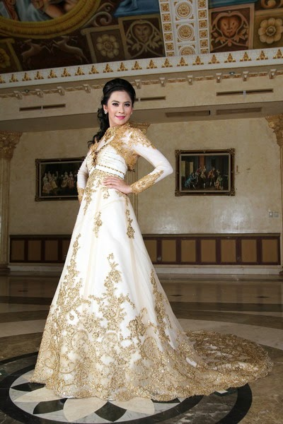 The White Kebaya Wedding Gown International Batik Modern Bollywood Actress With Gold Or Silver Stylish Dresses Attending A Function