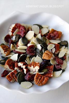 pecan_almond_pumpkin_cranberry_snack