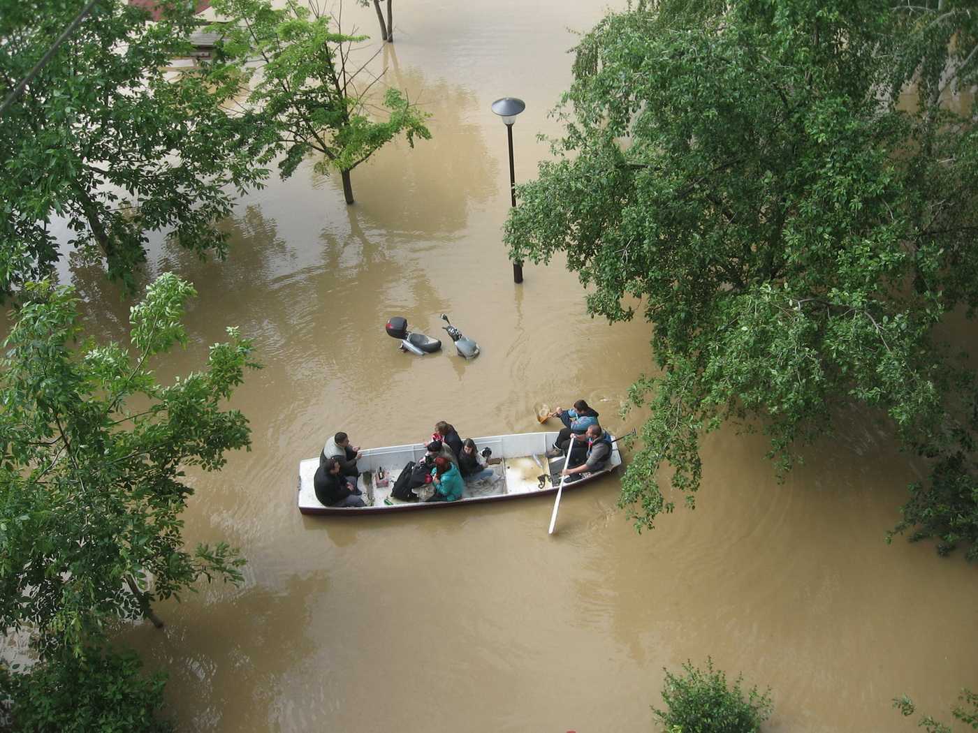 Spašavanje ljudi čamcima - Obrenovac
