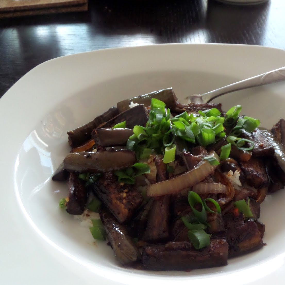 Szechuan Eggplant:  A quick and easy meatless stir fry made with eggplant, garlic, ginger, and soy sauce.  #meatless