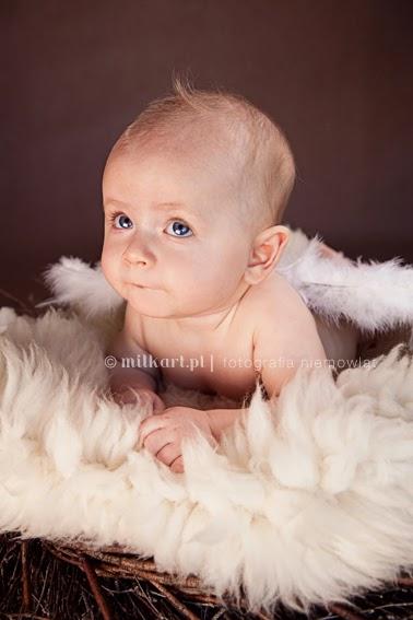 sesja fotograficzna dziecka, fotografia niemowlęca, zdjęcia noworodka, sesje na chrzciny, studio fotograficzne w poznaniu