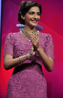 Sonam kapoor graces India Gem and Jewellery Awards