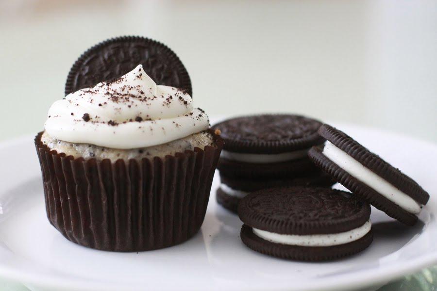 The Larson Lingo: Cupcake Carnival: Cookies & Cream Oreo Cupcakes