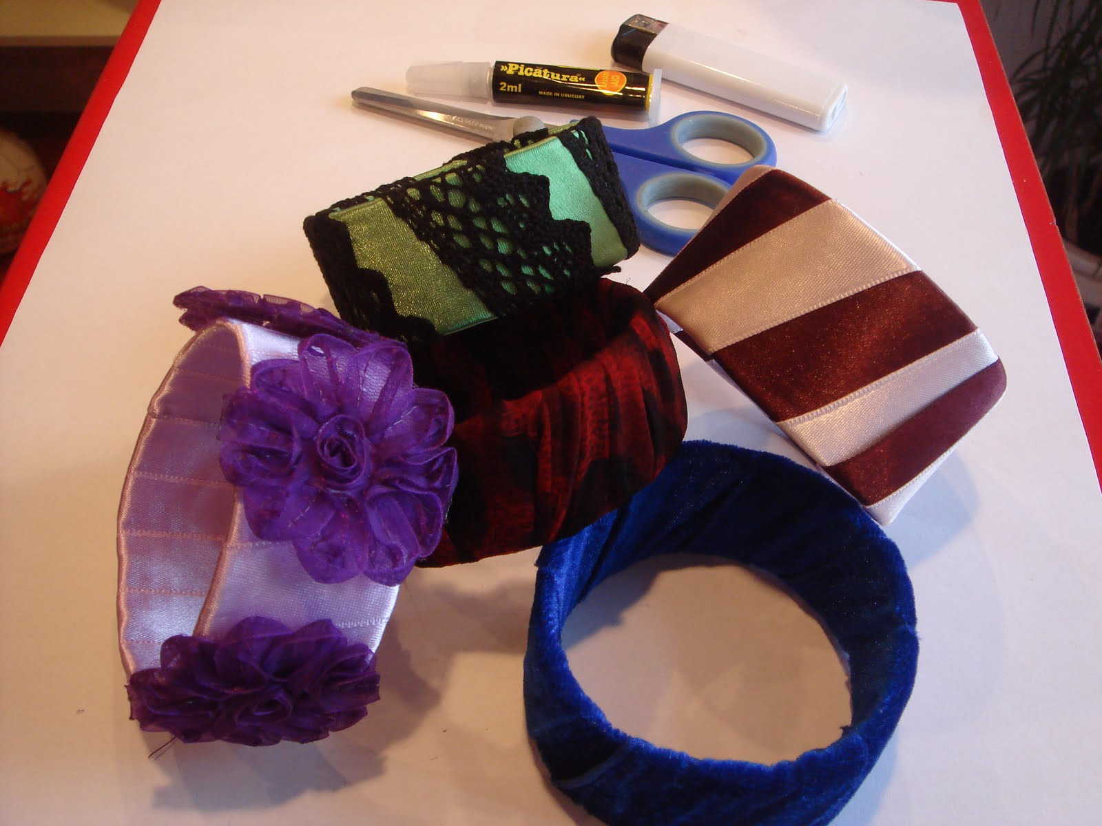 Realiza O Muludine De Modele Si  Binatii De Culori Si Materiale