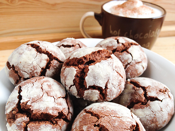galletas craqueladas de chocolate (crinkles) detalle