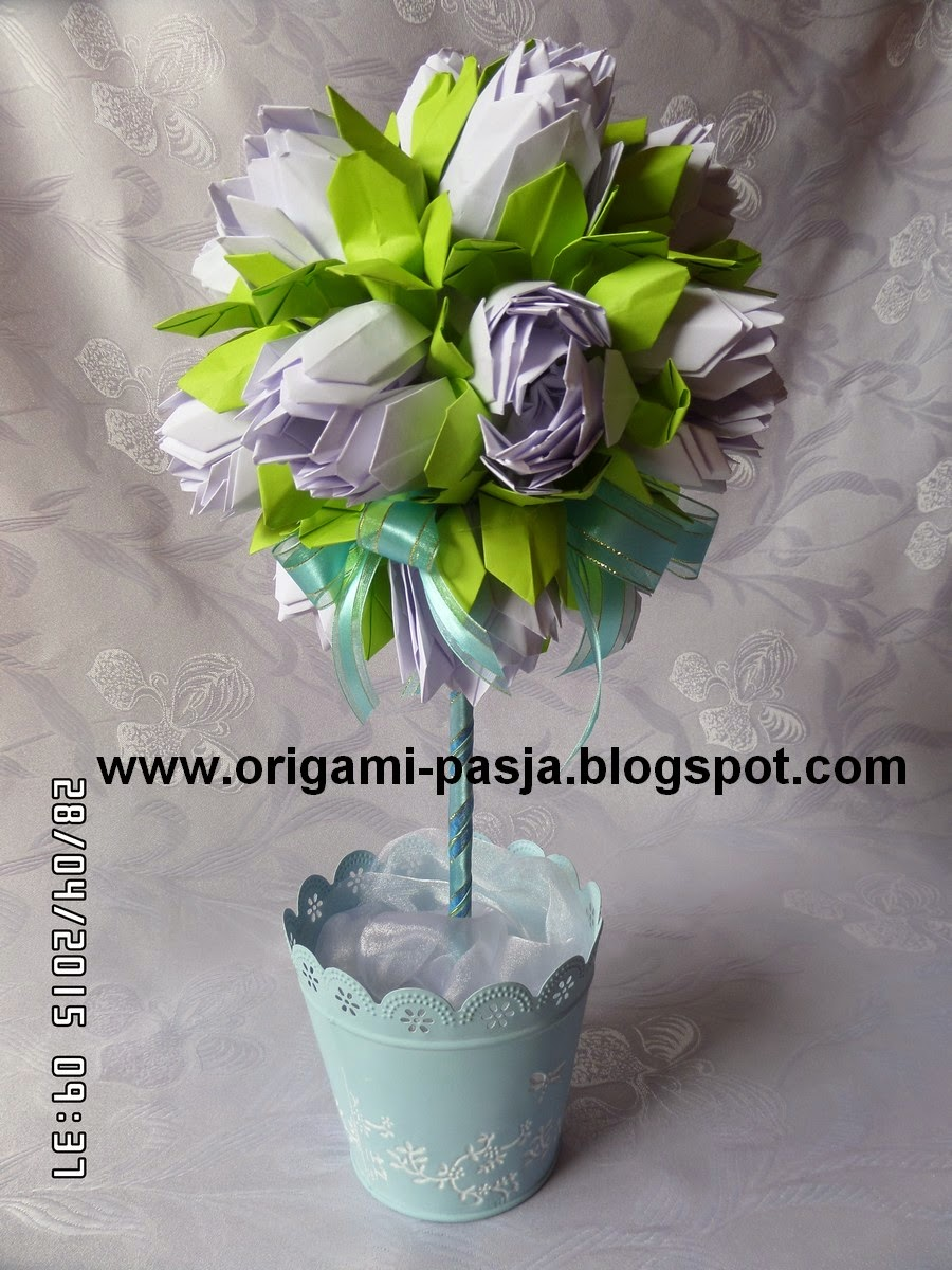 Kwiat lotos origami.